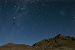 Star trails over mountains in the Namib Naukluft desert | by Reis. In stijl.