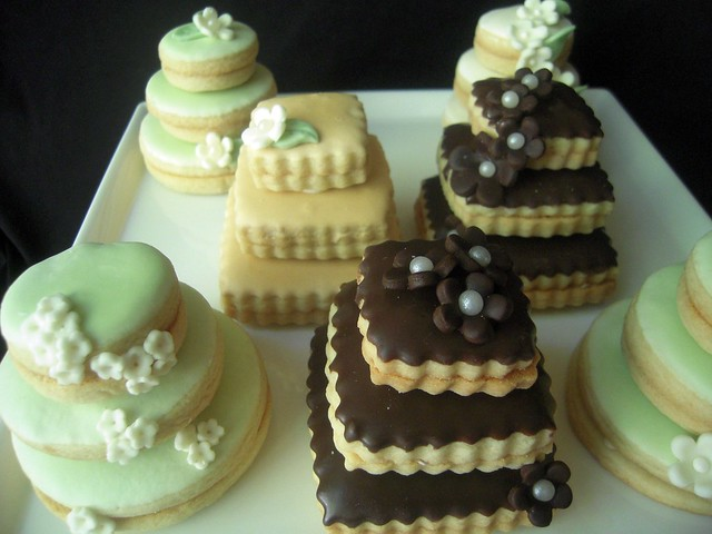 Wedding Cake Cookies | Mini wedding cakes. Stacked butter ...