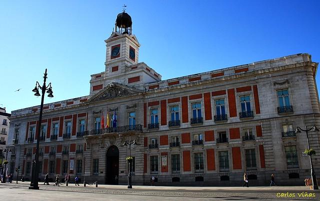 Real casa de correos puerta del sol madrid edificio for Edificio puerta real madrid