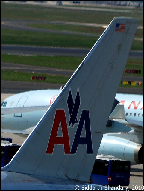 American Airlines Boeing 777-200 tail