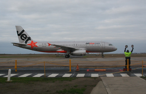 VH-VQZ arrives at the gate