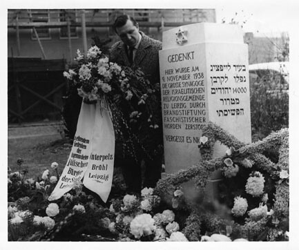 Unidentified man at the monument for the destroyed synagogue; Leipzig