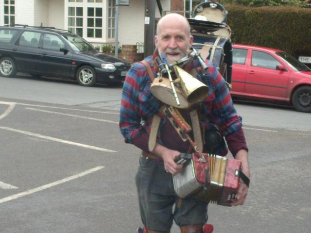 One man band Frittenden Festival Staplehurst to Headcorn
