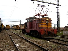 passenger car(0.0), vehicle(1.0), train(1.0), transport(1.0), rail transport(1.0), freight car(1.0), locomotive(1.0), electricity(1.0), rolling stock(1.0), electric locomotive(1.0), track(1.0), land vehicle(1.0), railroad car(1.0),
