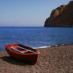 Afbeelding van Kamari Beach. beach boat fishing santorini greece kamari