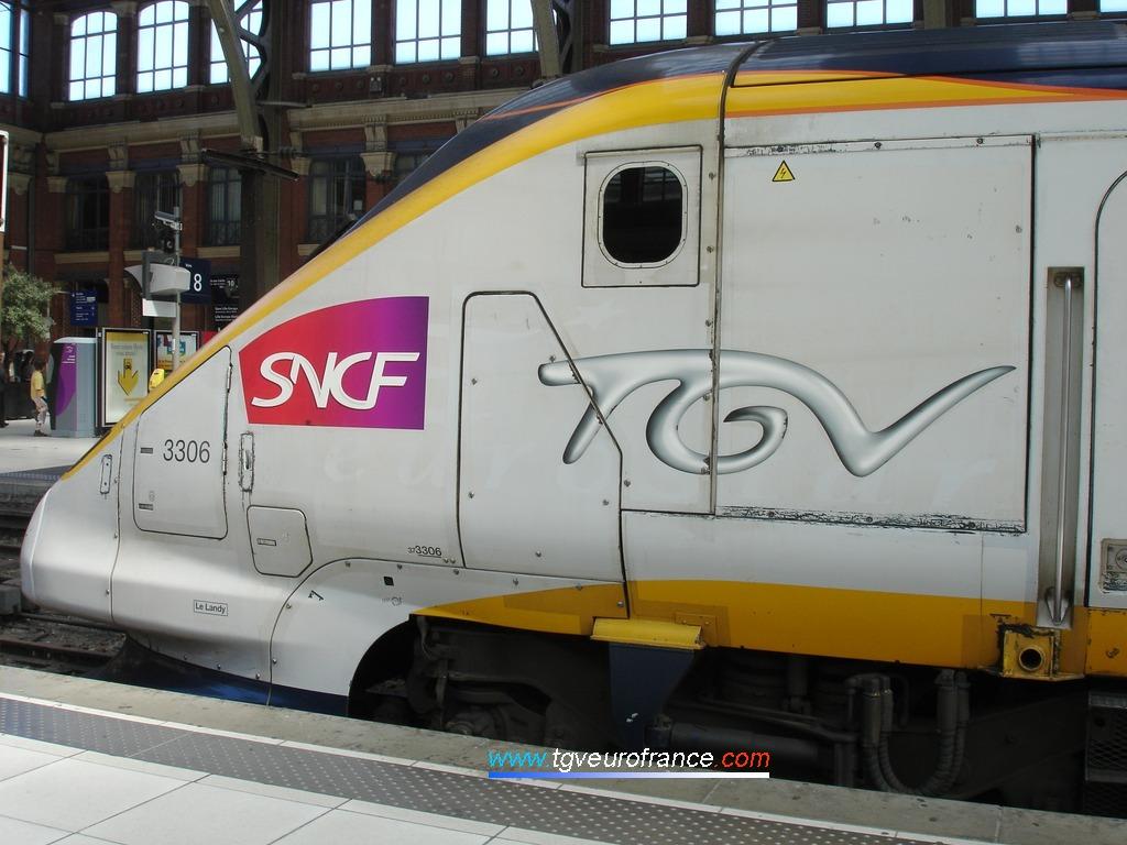 Vue détaillée de la motrice d'un ancien Eurostar circulant entre Lille Flandres et Paris Nord