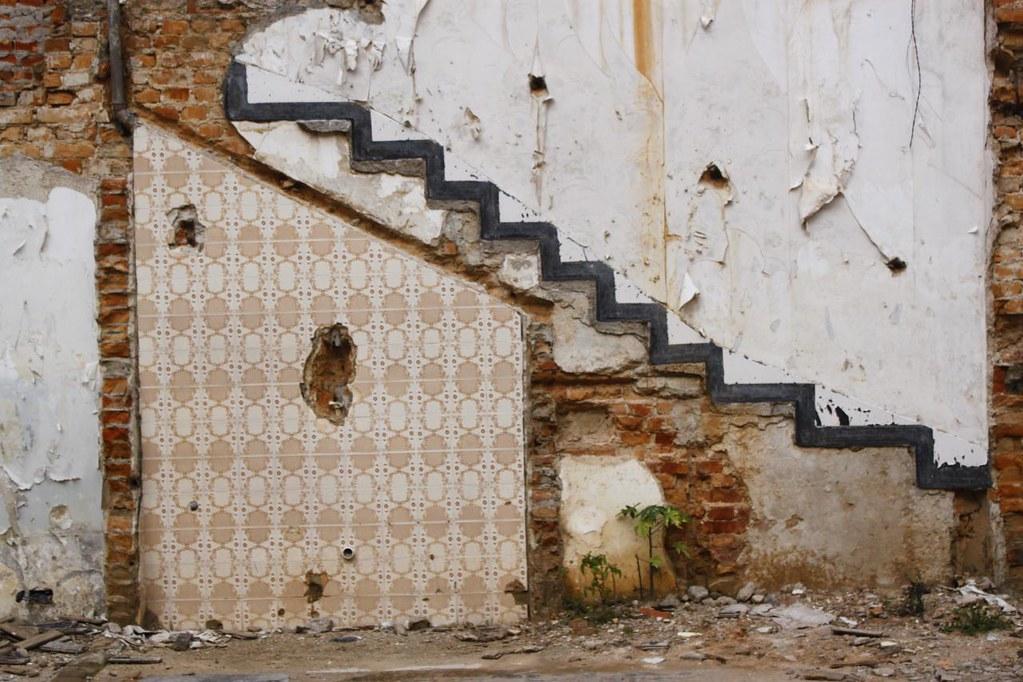 a incrível saga do indefectível lavabo embaixo da escada