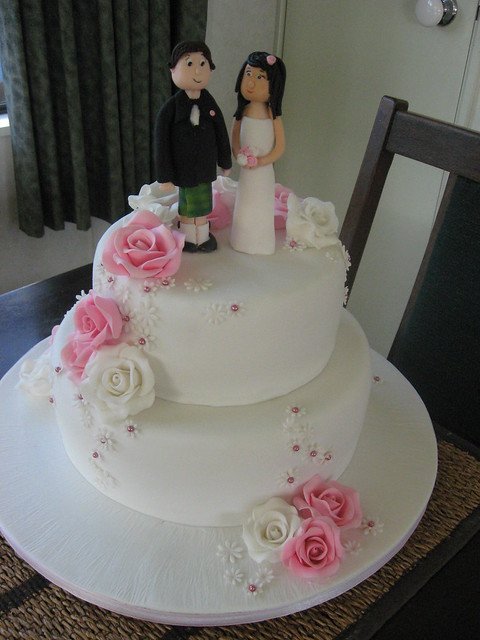 pink and white rose wedding cake pink and white roses wedding cake flickr photo 18557