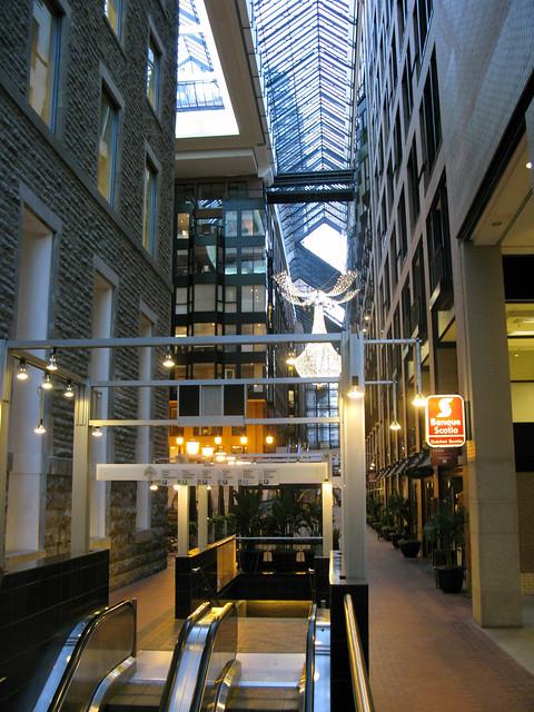 2008 07 11 4568 montr al centre de commerce mondial for Commerce montreal