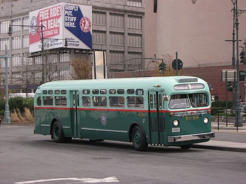 800px-NYC_Transit_Authority_GM_Old_Look_TDH-5106_9098 by Eddie from Chicago