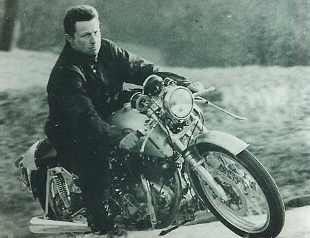 1971 Fritz Egli sur une Egli-Vincent 1000 Rapide