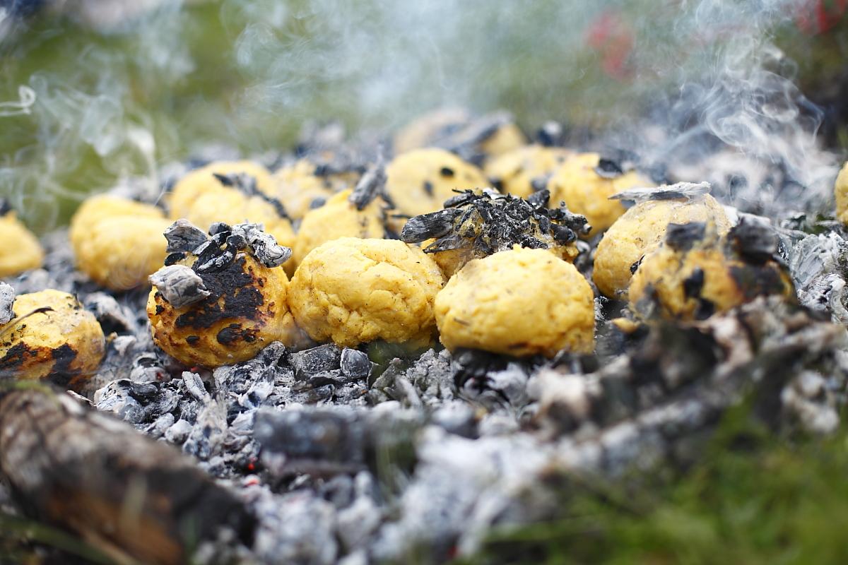 specialitatea casei - bulz cu brânză și cu jar