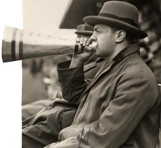aanmoedigen Nederlands Elftal met toeter / encouraging the Dutch National team by blowing a horn.