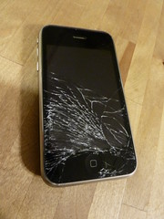 Shattered iPhone by bellemarematt on Flickr