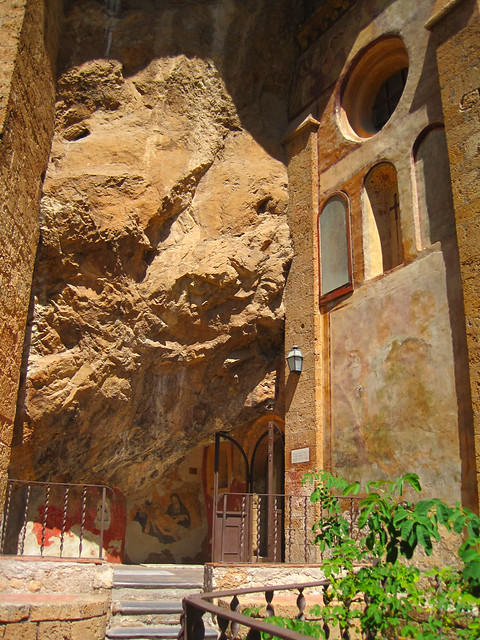 lower entrance, sacro speco