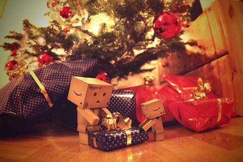 082/365 Die Danbos packen ihr Geschenk aus / The Danbos unboxing their gift