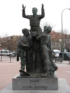 Antonio Bienvenida 의 이미지. madrid españa canon spain monumento escultura estatua 2010 ventas plazadetoros comunidaddemadrid plazadelasventas ccby canonpowershota700 antoniobienvenida 07022010 febrerode2010