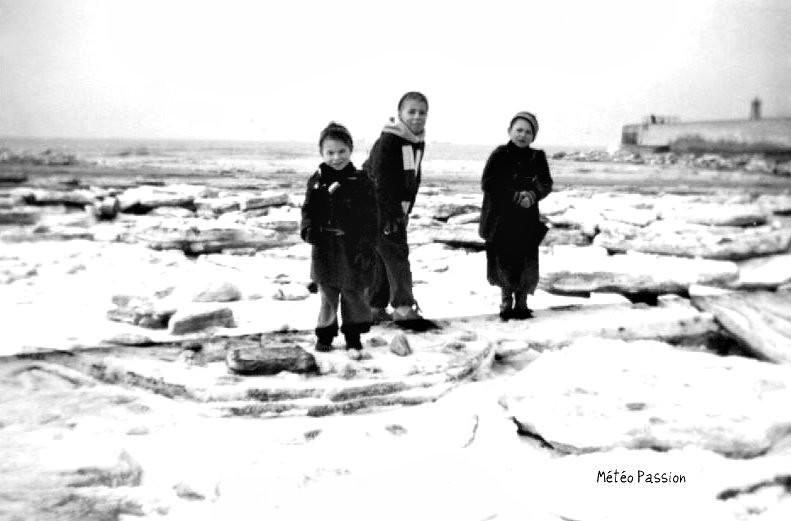 Mer du Nord gelée sur les côtes de la Belgique en février 1954