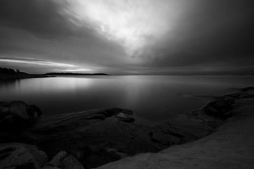 ocean sea sky white black dawn coast sweden sverige archipelago östergötland sigma1020mmf456exdchsm grytsskärgård canoneos40d ekön