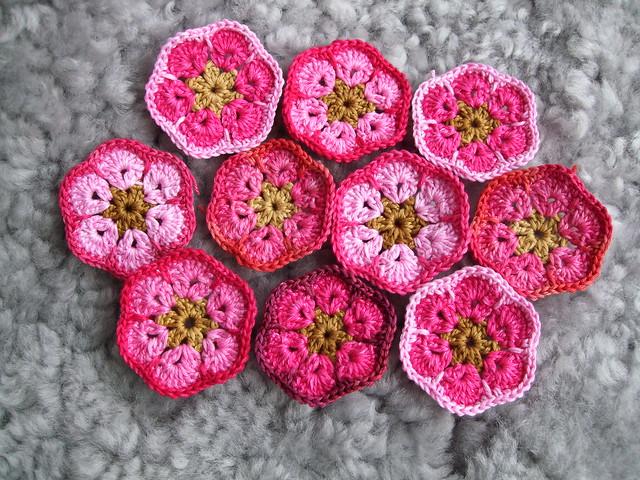 Rose garden explore mia inspiration 39 s photos on flickr - Como hacer flores de ganchillo ...
