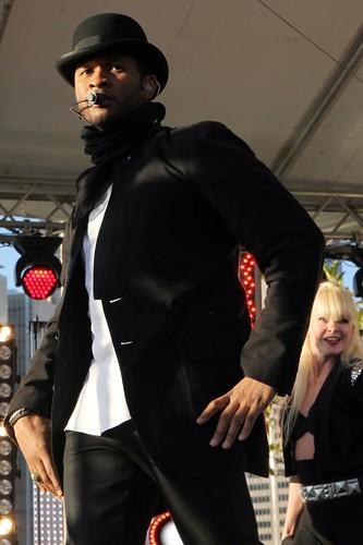 Usher (19)