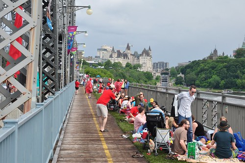 Picnic on the bridge