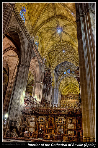 Interior of the cathedral of seville a photo on flickriver - Catedral de sevilla interior ...