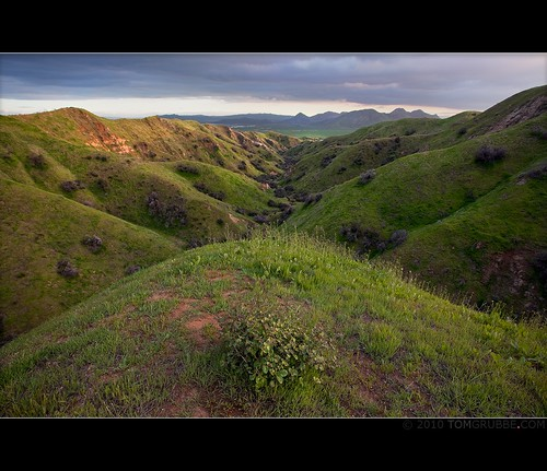mountains grass landscape countryside spring farm scenic hills valley morenovalley nortonyounglovereserve tomgrubbe tomgrubbecom