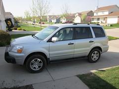 compact sport utility vehicle(0.0), honda pilot(0.0), automobile(1.0), sport utility vehicle(1.0), vehicle(1.0), minivan(1.0), land vehicle(1.0),