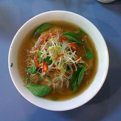 produce(0.0), bãºn bã² huế(1.0), noodle soup(1.0), soto ayam(1.0), pho(1.0), food(1.0), dish(1.0), laksa(1.0), soup(1.0), cuisine(1.0),
