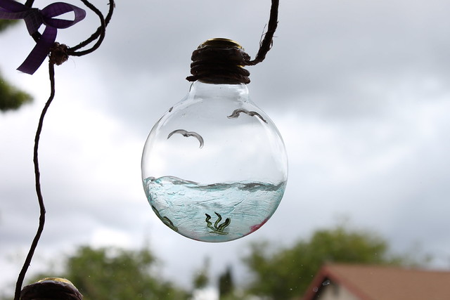 Recycling light bulbs on mother 39 s day flickr photo - Bombillas decoradas ...