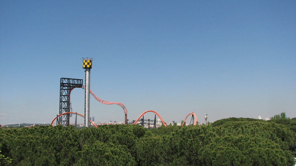 Parque de Atracciones Madrid montaña rusa