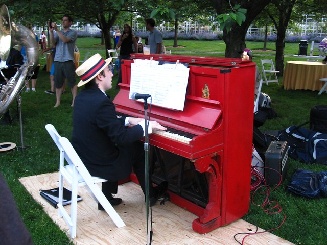 Jazz Age piano playing on Cherry Esplanade for BBG Members' Centennial Evening. Photo by Rebecca Bullene.