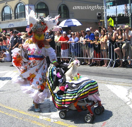 Miss Colombia and Carino in Mermaid Parade