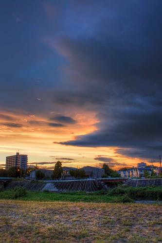 sunset red sky white yellow japan clouds photoshop canon golden aperture 日本 hdr cloudscape goldenhour aichiprefecture 愛知県 mikawa photomatixpro 岡崎市 eos450d 本州 中部地方 davidlaspina rebelxsi kissx2 chūbu 1855efsis okazakicity japandave japandavecom 三河国 honshū
