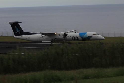 Bombardier Dash 8 approaching Horta 170615_335
