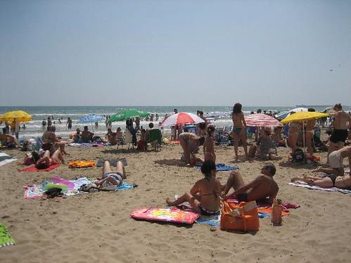 Turistas en una playa de Valencia