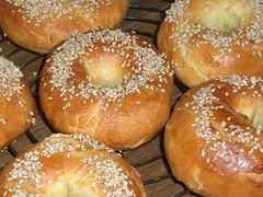 pastry(0.0), sufganiyah(0.0), anpan(0.0), pan de muerto(0.0), pä…czki(0.0), beignet(0.0), baking(1.0), tsoureki(1.0), ciambella(1.0), bread(1.0), baked goods(1.0), food(1.0), bread roll(1.0), cuisine(1.0), brioche(1.0),
