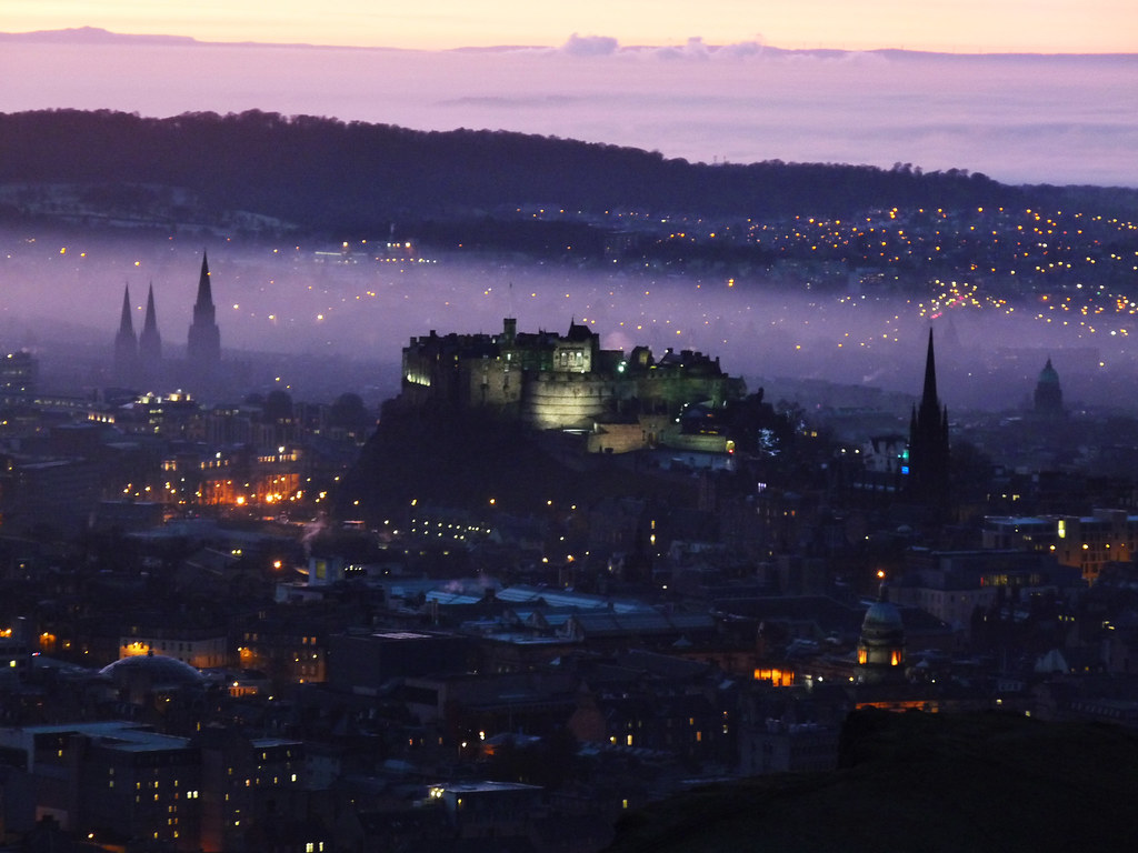 Picture of the Day: Purple Haze over Edinburgh Castle