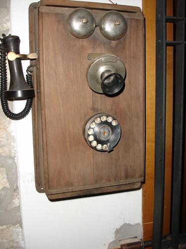 Telefoni centralini non solo ferri vecchi - Telefoni a parete ...