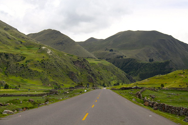 AYACUCHO, PERU: Road to the Andes