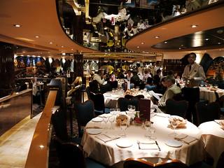 Eines der vier Restaurants der MSC ...