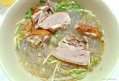 noodle, noodle soup, sinigang, kuy teav, cellophane noodles, meat, produce, food, dish, soup, cuisine,