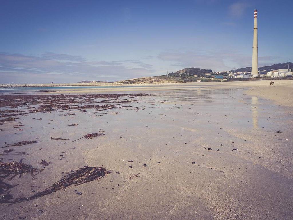 Reflejos en la playa. #contrastes #beach #arteixo #sabón #Coruña #olympusomdem10markii 10markii