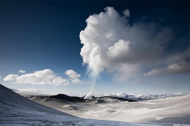 Eyjafjallajökull - Fimmvörðuháls, erupting volcano