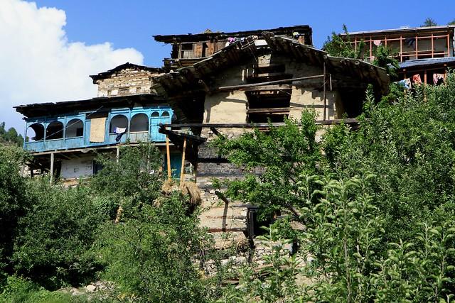 chehni tirthan valley