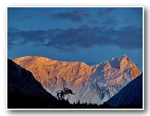 sunset snow mountains tourism trekking evening kodak hiking peaks tariq nagar hoper concordians rushlaketrek kapeldoungs betichokor sulemnai