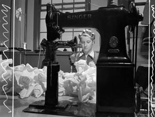 Unidentified woman sewing cordite bags at the Cherrier plant. / À l'usine Cherrier, une femme non identifiée coud des sacs de cordite