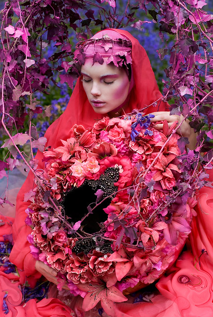 Kirsty Mitchell - Wonderland : The Beautiful Blindness of Devotion