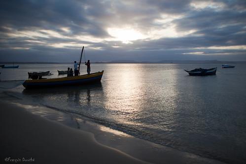 sunset beach bateau madagascar plage coucherdesoleil pêcheurs malagasy ramena diegosuarez antsiranana françoisdorothé francoisdorothe